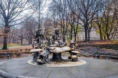 Алиса в скульптуре страны чудес на Central Park - Нью-Йорке, США Стоковая Фотография