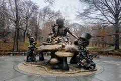 Алиса в скульптуре страны чудес на Central Park - Нью-Йорке, США Стоковые Фотографии RF