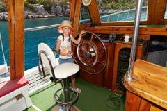 Алиса на яхте - фото 5 Стоковое Изображение RF