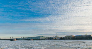 Адмиралитейство обваловки Адмиралитейства & x28; Восточное Pavilion& x29; , Мост дворца, w Стоковое Изображение RF