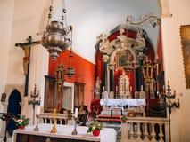 Алтар в церков Интерьер церков в Perast, Monte Стоковая Фотография