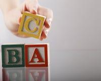 алфавит abc преграждает малышей деревянных Стоковые Изображения