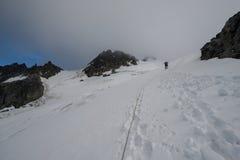 Альпинизм в утре 2 Стоковое Изображение RF