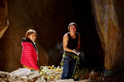 2 альпиниста в пещере Стоковые Изображения