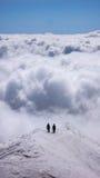 2 альпиниста на, который подвергли действию гребне в швейцарских Альпах Стоковые Изображения RF