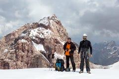 2 альпиниста на пропуске снега Стоковое Фото