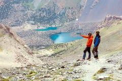 2 альпиниста оставаясь на пылевоздушном следе Стоковое Фото