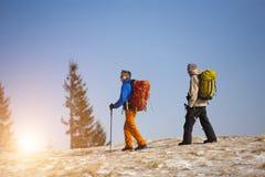2 альпиниста с рюкзаками Стоковое Изображение RF