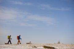 2 альпиниста с рюкзаками Стоковая Фотография RF