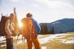 2 альпиниста с рюкзаками Стоковые Изображения RF