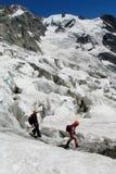 Альпинисты на снеге и льде Стоковые Фотографии RF