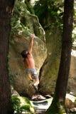 Альпинист между деревьями Стоковое Изображение