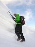 Альпинист на карнизе Стоковые Изображения