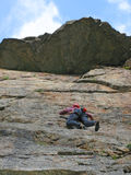 Альпинист на стене в горе caucasus Стоковое фото RF