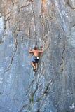 Альпинист на утесе Sistiana, Триесте Стоковое Изображение RF