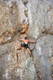 Альпинист на утесе Sistiana, Триесте Стоковая Фотография RF