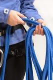 Альпинист с взбираясь оборудованием Стоковое Фото