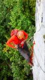 Альпинист утеса в швейцарских Альпах Стоковое фото RF