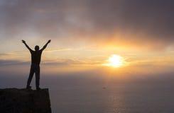 Альпинист na górze горы Стоковая Фотография