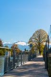 Альпы и озеро Thun около Spiez стоковые изображения
