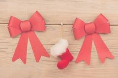 алюминиевым сортированное расположением рождество ведра орнаментирует красный цвет Стоковые Изображения