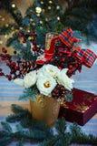 алюминиевым сортированное расположением рождество ведра орнаментирует красный цвет Стоковая Фотография