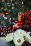 алюминиевым сортированное расположением рождество ведра орнаментирует красный цвет Стоковая Фотография RF