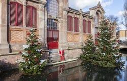 алюминиевым сортированное расположением рождество ведра орнаментирует красный цвет Стоковое фото RF