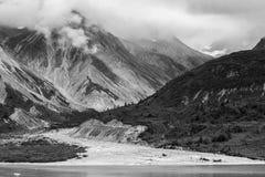 Аляскские гора и ледник стоковая фотография