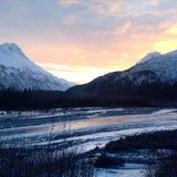 Аляскский заход солнца горы стоковые изображения rf