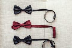 3 бабочки, 2 черного и одного красного цвета Объединяйтесь в команду работа, карьера, битник, wedding концепция Стоковое Изображение