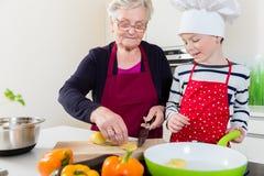 Бабушка варя вместе с ее внуком Стоковая Фотография RF