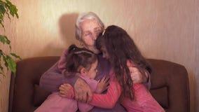 бабушка внучат счастливая сток-видео