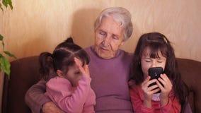 бабушка внучат счастливая акции видеоматериалы