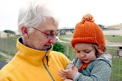 бабушка внучки Стоковое фото RF