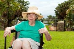 бабушка внучки outdoors Стоковые Фотографии RF