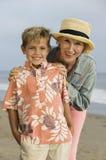 Бабушка и внук на пляже Стоковые Изображения RF