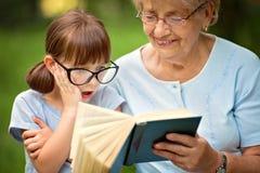 Бабушка с внучкой Стоковое Фото