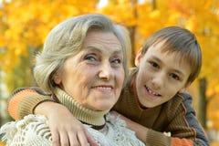 Бабушка с мальчиком Стоковое Изображение