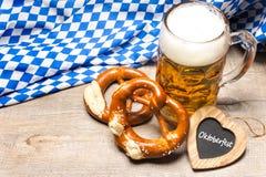 Баварские кружка и крендели пива Стоковое Изображение RF