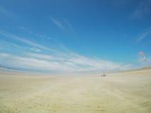 Багги на змее летания пляжа Стоковые Изображения