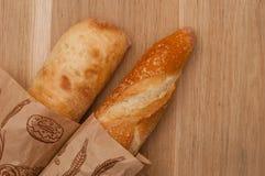 2 багета на деревянной предпосылке Стоковая Фотография RF