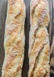2 багета на деревянной предпосылке Стоковая Фотография