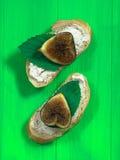 Багет с сыром и смоквами Стоковые Фото