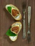 Багет с сыром и смоквами Стоковые Фотографии RF