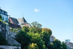 Базель Мунстер от Рейна смотря вверх стоковое изображение rf