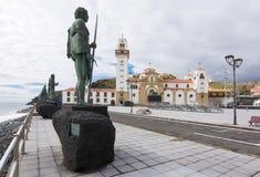 Базилика наших дамы и статуй на обваловке Candelaria, Тенерифе, Канарских островах, Испании стоковое изображение