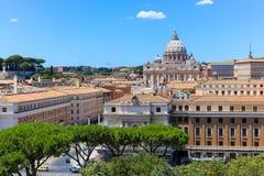 Базилика St Peter's, расположенная в государстве Ватикан стоковые фото