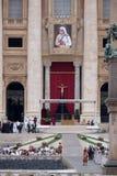 Базилика St Peters в государстве Ватикан аранжировала для канонизации матери Тереза в Риме Стоковое Изображение