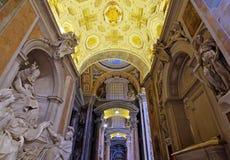 Базилика Ватикана, внутренняя St Peters Стоковые Изображения